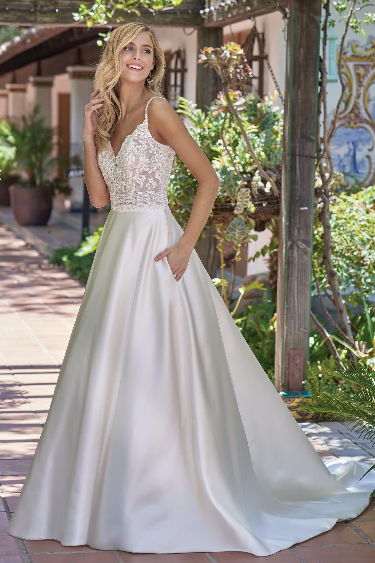 bridal-dresses-F211004-F