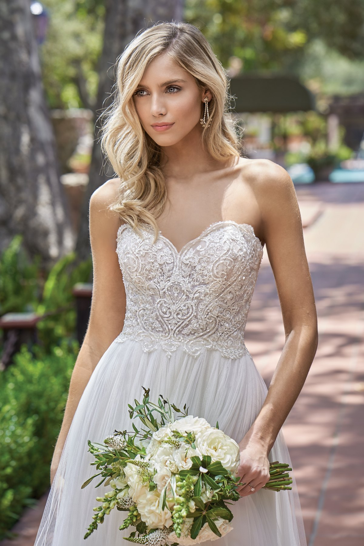 bridal-dresses-F211012-1